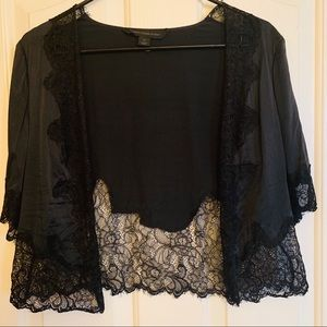 Lace Silky Cropped s/s Overlay, Size M